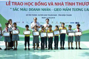 Bình Thuận: Tặng nhà tình nghĩa và 50 suất học bổng cho sinh viên có hoàn cảnh khó khăn