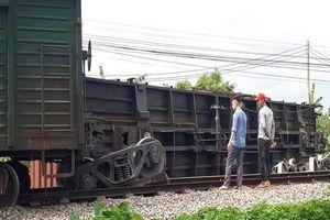 Thông tuyến đường sắt Bắc – Nam sau nhiều giờ tê liệt