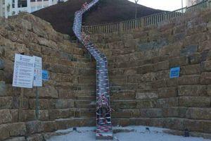 Cầu trượt dài nhất Tây Ban Nha đóng cửa sau chưa đầy 24 giờ hoạt động
