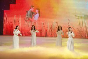 Chương trình nghệ thuật 'Quà tháng Năm dâng Người': 'Gửi gắm trong từng giai điệu niềm tôn kính Bác'