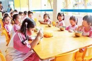 Bảo đảm an toàn thực phẩm trong trường học