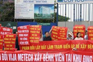 Cư dân khu đô thị Ngoại giao đoàn căng băng rôn phản đối điều chỉnh quy hoạch