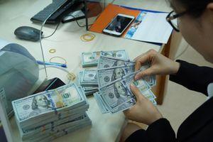 Nhân dân tệ tiếp tục mất giá, USD - vàng cùng giảm