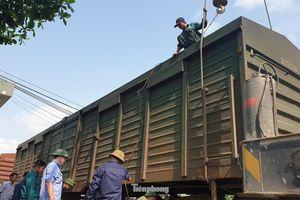 Thông tuyến đường sắt sau sự cố lật tàu tại Nam Định