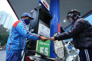 Tiêu thụ xăng E5 giảm sút do đâu?