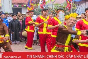Tưng bừng vui hội cầu ngư - chèo cạn ở Cẩm Nhượng