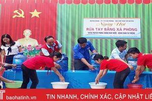 350 trẻ em huyện miền núi Hà Tĩnh trải nghiệm rửa tay bằng xà phòng