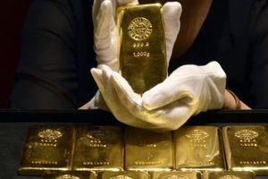 Vàng xuống giá do căng thẳng thương mại Mỹ-Trung và đồng NDT