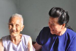 TƯ Hội LHPN Việt Nam về nguồn, thăm và tặng quà tại Điện Biên