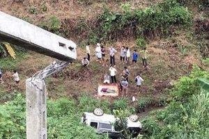 Lào Cai: Ô tô 7 chỗ lao xuống vực khiến 2 vợ chồng thương vong