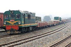 Thông tuyến đường sắt Bắc – Nam sau nhiều giờ tê liệt vì lật toa tàu