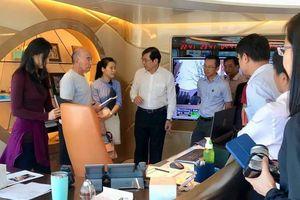 Ông chủ Tottenham Hotspur mời Chủ tịch Đà Nẵng thăm siêu du thuyền Aviva
