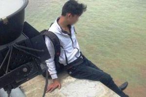 Nam thanh niên si tình đòi nhẩy cầu tự tử vì buồn chuyện với người yêu