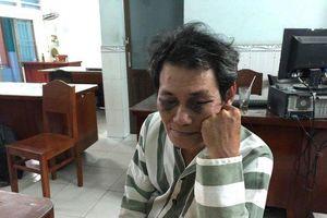Ôm hôn sờ soạng bé 7 tuổi, ông già bị người dân đánh thâm mắt