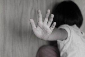 Gã xe ôm xông vào phòng trọ dâm ô bé gái 5 tuổi ở Sài Gòn