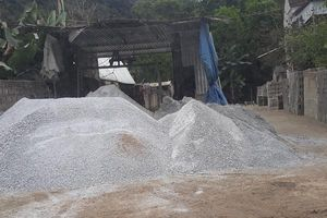 Quỳ Hợp (Nghệ An): Hàng loạt xưởng đóng gạch táp lô tự phát trong khu dân cư