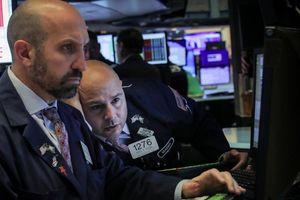 Nhà đầu tư bán tháo, chứng khoán Mỹ giảm mạnh nhất từ đầu năm