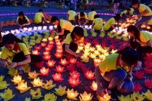 Lễ hội hoa đăng cầu nguyện hòa bình thế giới tại Vesak 2019