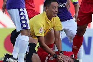 Giúp cầu thủ vượt cửa tử, trọng tài Ngô Duy Lân nhận khen thưởng lớn từ VFF