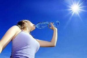 Những cách bảo vệ sức khỏe mùa nắng nóng