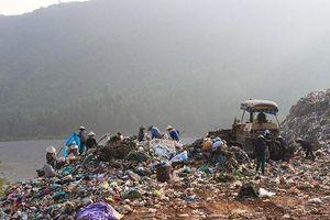 Lo rác chất thành núi, Đà Nẵng tìm cách 'giải cứu' Khánh Sơn