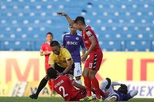 VFF khen thưởng trọng tài Ngô Duy Lân cứu cầu thủ trên sân