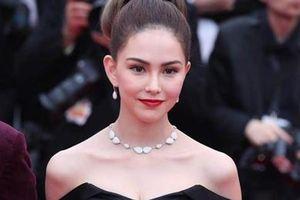 Châu Kiệt Luân lẫn trong đám đông, ngắm vợ trên thảm đỏ Cannes