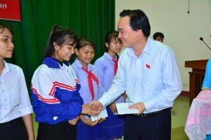 Bộ trưởng Phùng Xuân Nhạ tiếp xúc cử tri huyện An Lão (Bình Định)
