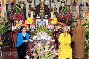 Chủ tịch Quốc hội Nguyễn Thị Kim Ngân chúc mừng Đại lão Hòa thượng Thích Phổ Tuệ
