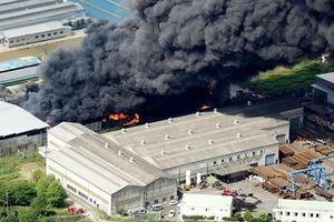 Cháy kinh hoàng tại nhà máy xử lý rác thải kim loại Nhật Bản
