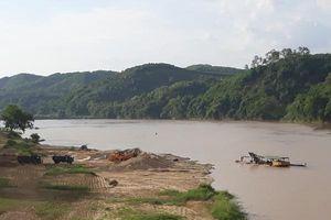Nghệ An: Bắt 3 tàu khai thác cát sỏi trái phép trên sông Lam