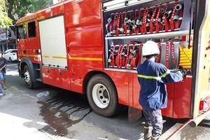 Đà Nẵng: Giải cứu người bị liệt ra ngoài an toàn trong vụ cháy trên đường Lê Hồng Phong