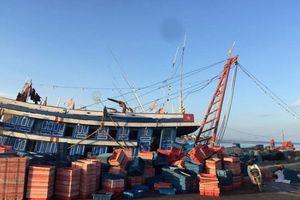 Quảng Bình: Ngộ độc khí trên tàu, 4 ngư dân nhập viện cấp cứu