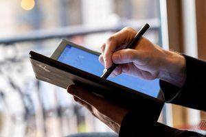 Khi nào mới có laptop màn hình gập đầu tiên trên thế giới?