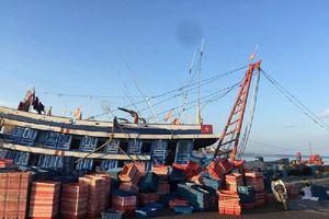 Nghi ngộ độc khí trong hầm tàu cá, 6 người thương vong