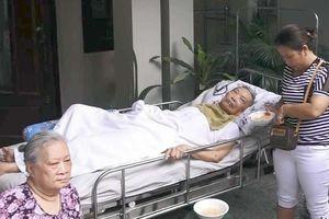 Kịp thời cứu cụ ông bại liệt trong ngôi nhà bị cháy