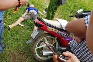 Phát hiện 1 nam thanh niên nằm chết bất thường giữa cánh đồng