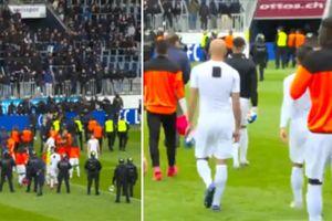 Trừng phạt CĐV Thụy Sĩ tràn xuống sân đòi lột quần áo cầu thủ