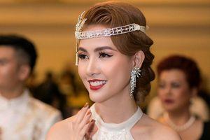 Phan Thị Mơ đeo nhẫn 5,5 tỉ đồng đi sự kiện