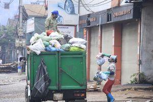 Vẫn khó xử phạt người dân xả rác