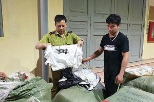 Vận chuyển lượng lớn quần áo sản xuất ngoài Việt Nam bị tóm gọn