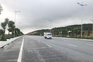 Tách làn xe mô tô và ô tô trên Quốc lộ 18A ở Quảng Ninh