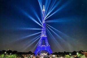 Pháp mừng Tháp Eiffel tròn 130 tuổi bằng bữa tiệc ánh sáng