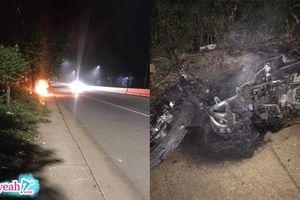 Bị bạn gái thách thức khi cãi nhau, thanh niên châm lửa thiêu rụi luôn chiếc xe máy ở giữa đường