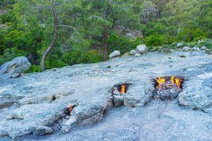 Điều bí ẩn bên trong ngọn núi có lửa cháy hàng nghìn năm ở Thổ Nhĩ Kỳ