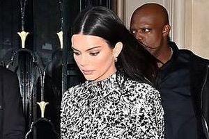 'Chân dài' Kendall Jenner nổi bật trên phố với gu thời trang đẳng cấp
