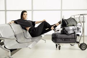 Selena Gomez gợi cảm, 'lột xác' cuốn hút trong bộ ảnh quảng cáo mới