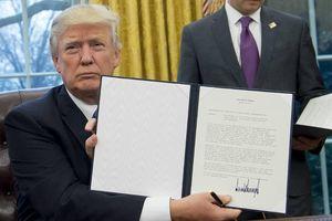Tổng thống Donald Trump kí sắc lệnh cấm công ty Mỹ mua thiết bị Huawei
