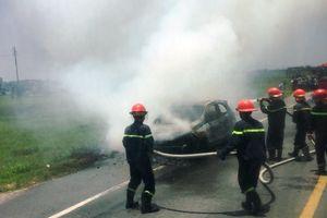 Ford Ecosport bốc cháy trên đường đi bảo dưỡng