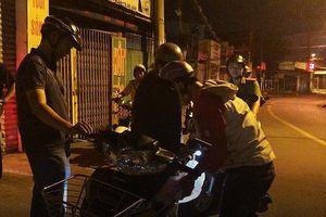 3 thanh niên thủ dao dạo phố ở Gò Vấp